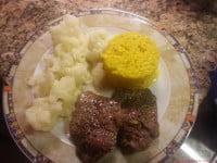 Rindfleisch mit Risotto und Blumenkohl