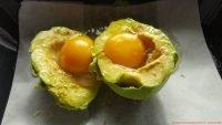 Avocado mit Ei aus dem Monsieur