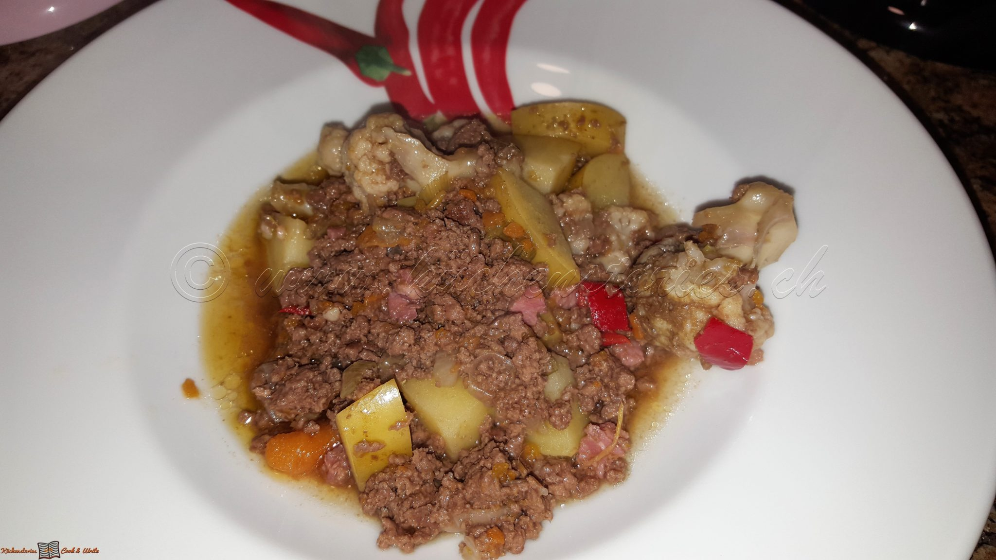 Hackfleischeintopf mit Kartoffeln und Gemüse