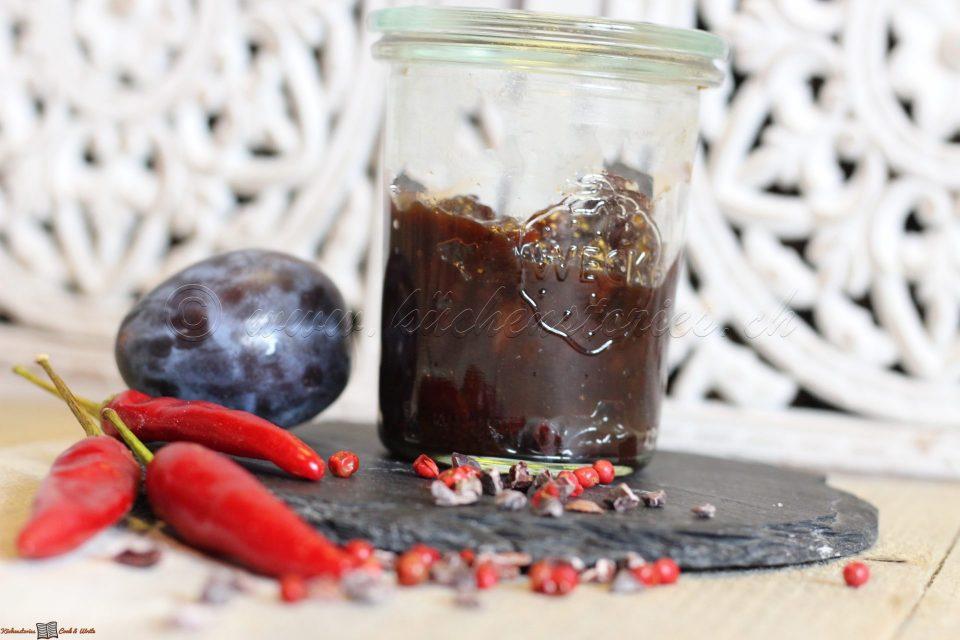 Zwetschgen-Chili-Chutney mit Kakaonibs