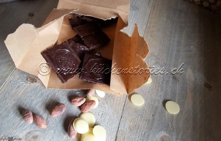 Schokolade mit Datteln und Zimt